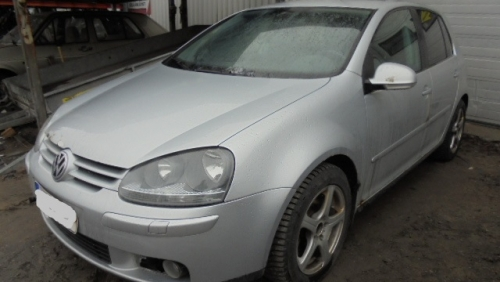 VW GOLF 1,6 FSI